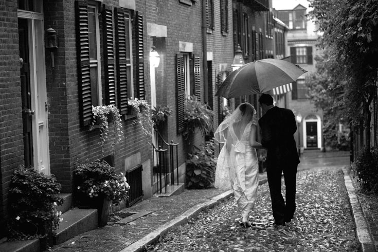 wedding picture Acorn Street - cobble stone road Beacon Hill Boston